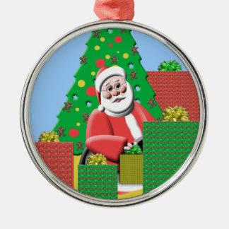 プレゼントのクリスマスツリーのオーナメントを持つサンタクロース メタルオーナメント