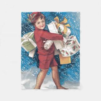 プレゼントのヒイラギの雪を運んでいるかわいい子供 フリースブランケット