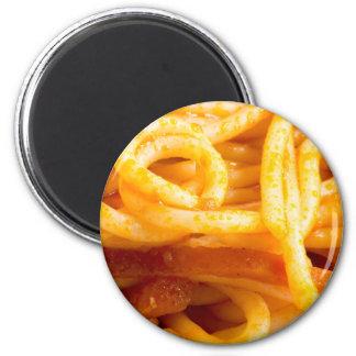 プレートの調理されたスパゲッティの詳しいマクロ意見 マグネット