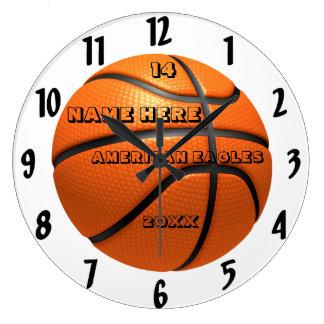 プレーヤーの名前のバスケットボールの白くおよび黒い時計 ラージ壁時計