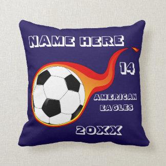 プレーヤーの名前の名前入りなサッカーの青い枕 クッション