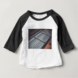 プロスタジオ音楽スタジオコンソール音楽音声のスタジオ ベビーTシャツ