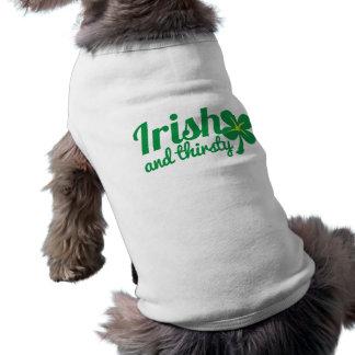 プロダクトを飲むアイルランドおよびのどが渇いたSt patricks day ペット服