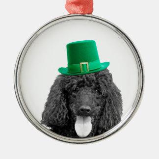 プードル犬の帽子のセントパトリックかわいい日 メタルオーナメント