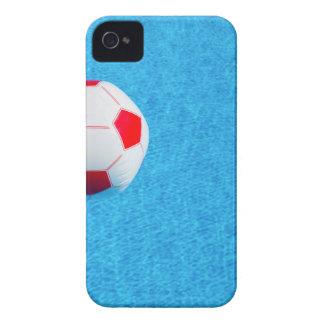 プールで浮かぶ赤白のビーチボール Case-Mate iPhone 4 ケース