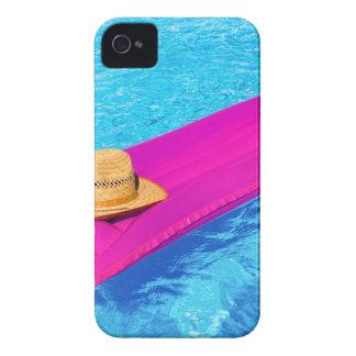 プールの帽子が付いているピンクの空気mattrass Case-Mate iPhone 4 ケース