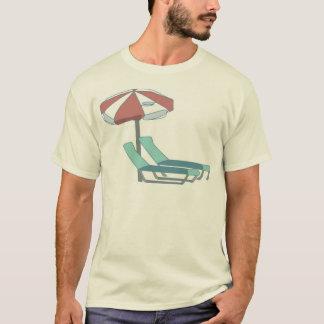 プールの椅子および傘 Tシャツ
