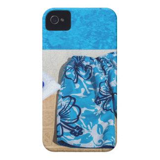 プールの水泳パンツゴーグルそしてタオル Case-Mate iPhone 4 ケース