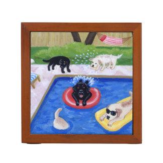 プールを囲んでのパーティのラブラドールのおもしろいの絵を描くこと ペンスタンド