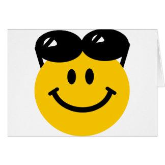 ヘッドスマイリーフェイスの上にとまるサングラス カード