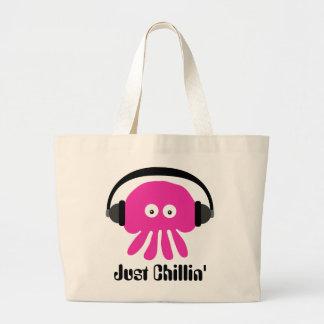 ヘッドホーンを持つちょうどChillinのピンクのくらげ ラージトートバッグ