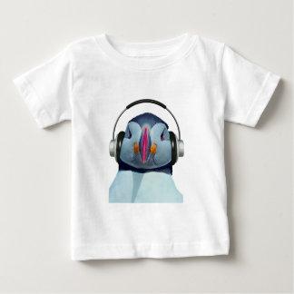 ヘッドホーンを持つツノメドリ ベビーTシャツ