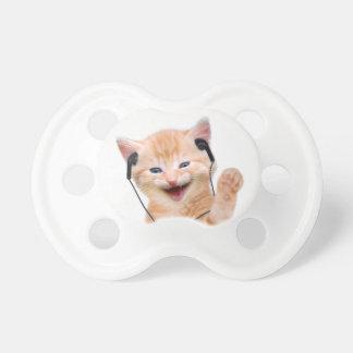 ヘッドホーンを持つ微笑猫 おしゃぶり