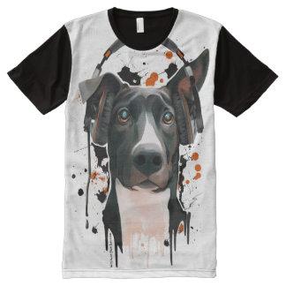 ヘッドホーンを持つ犬。 音楽愛好者 オールオーバープリントT シャツ