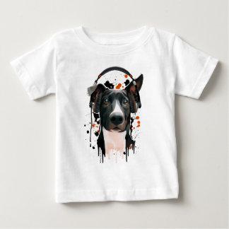 ヘッドホーンを持つ犬。 音楽愛好者 ベビーTシャツ