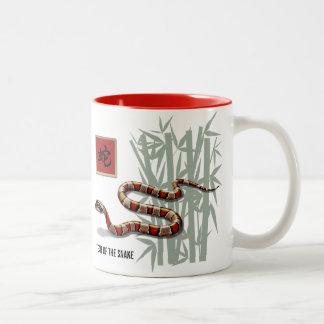 ヘビのギフトのマグの中国のな年 ツートーンマグカップ