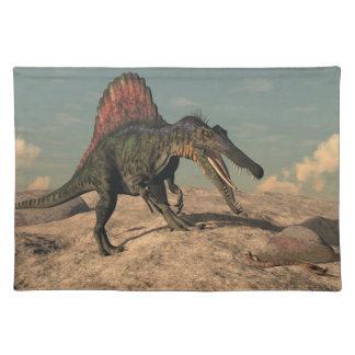 ヘビを捜しているSpinosaurusの恐竜 ランチョンマット
