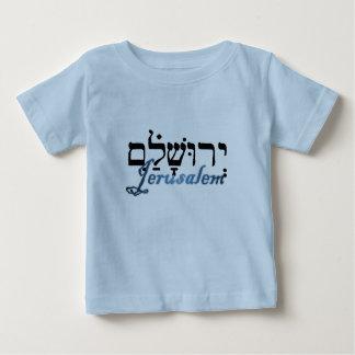 ヘブライおよび英語のエルサレム ベビーTシャツ