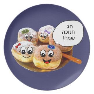 ヘブライの幸せなドーナツのハヌカー(ユダヤ教の祭り)のプレート プレート