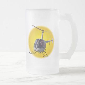 ヘリコプタービールガラスの飛んでいるなチョッパーはジョッキを襲います フロストグラスビールジョッキ