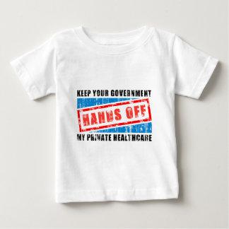 ヘルスケアを離れた手 ベビーTシャツ