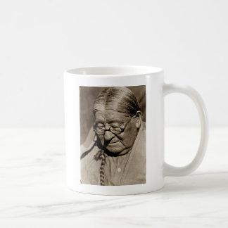 ヘンリーのウィチタの原産の北アメリカのインドの人 コーヒーマグカップ