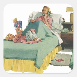 ベッドのヴィンテージ家族のサービングのお母さんの朝食 スクエアシール