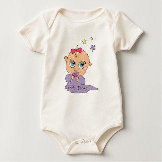 ベッドの時間女の赤ちゃん ベビーボディスーツ