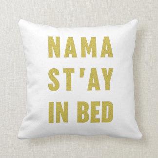 ベッドの模造のな金ゴールドのグリッターの枕のNamast'ay クッション