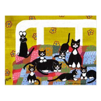 ベッドの郵便はがきの猫 ポストカード