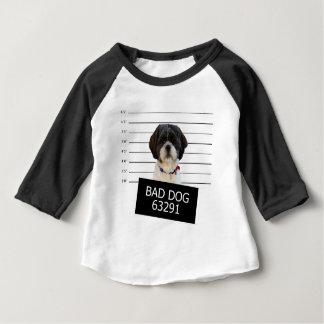 ベッド犬 ベビーTシャツ