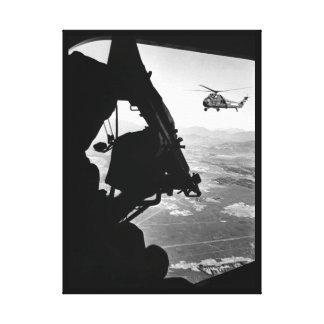 ベトナム:  ヘリコプターおよび兵士の接近のtarge キャンバスプリント