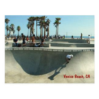 ベニスのビーチのスケートボードをする郵便はがき! ポストカード
