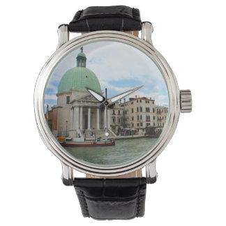 ベニスの大運河の下の旅行を取って下さい 腕時計