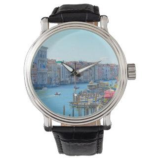 ベニスイタリアの運河のボート 腕時計