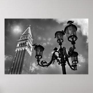 ベニスサンMarcoタワーおよび街灯 ポスター