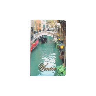 ベニス風運河のゴンドラ ポケットMoleskineノートブック