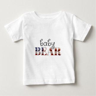 ベビーくま(米国旗) (置かれる家族) ベビーTシャツ