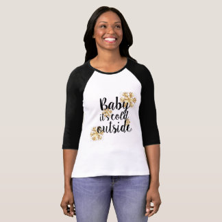 ベビーそれは冷たい外側です Tシャツ
