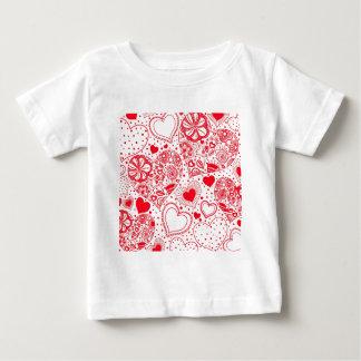 ベビーのための赤いハート ベビーTシャツ