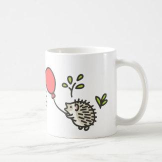 ベビーのハリネズミの赤い気球 コーヒーマグカップ