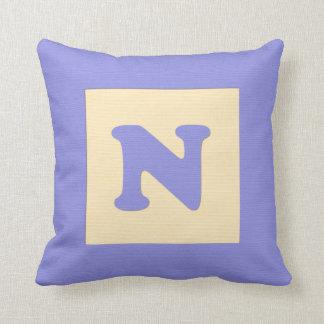 ベビーのブロックの装飾用クッションの手紙N (青い) クッション