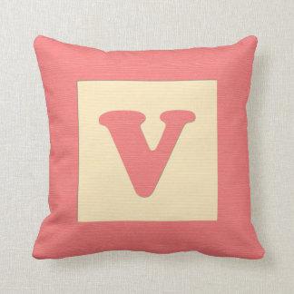 ベビーのブロックの装飾用クッションの手紙V (赤) クッション