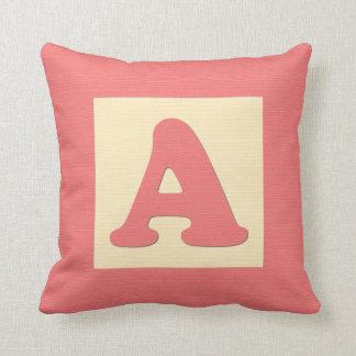 ベビーのブロックの装飾用クッションは- Aに文字を入れて下さい(赤い) クッション