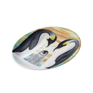 ベビーのペンギンが付いているペンギン家族 磁器プレート