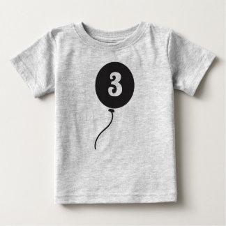 ベビーの最初誕生日のワイシャツ|の灰色 ベビーTシャツ