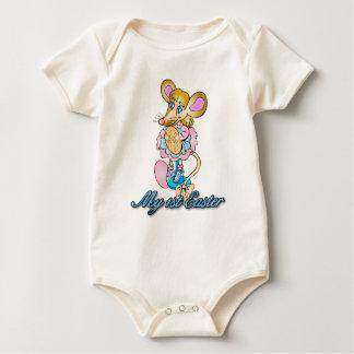 ベビーの第1イースターベビーはかわいく小さいマウスと育ちます ベビーボディスーツ