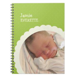 ベビーの緑の点の帆立貝の円のカスタムな写真ジャーナル ノートブック