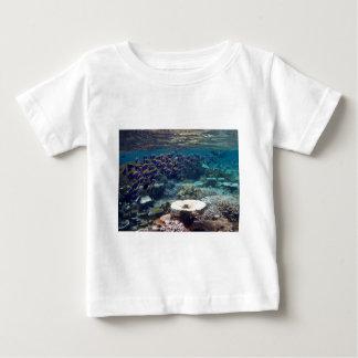 ベビーのTシャツ-淡いブルーの外科医の魚 ベビーTシャツ