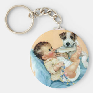 ベビーを救済している犬 キーホルダー